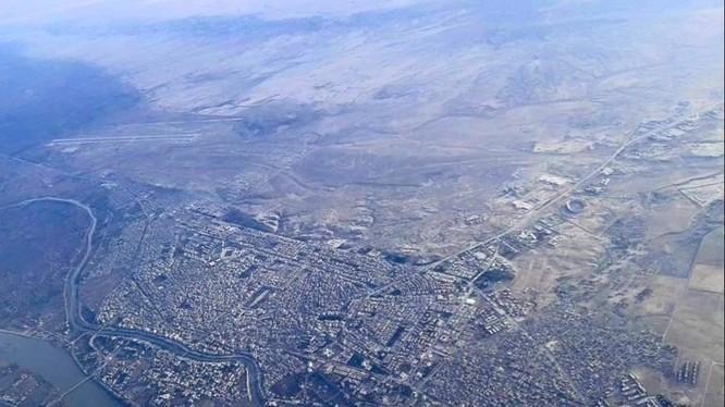 Toàn cảnh thành phố Deir Ezzor nhìn từ trên cao - cảnh quay video Ruptly
