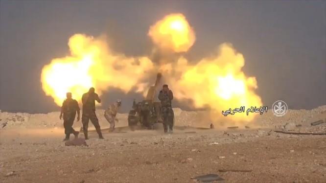 Pháo binh quân đội Syria khai hỏa tấn công IS trên chiến trường Homs, Hama