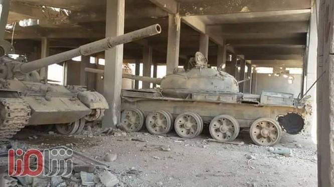 Những chiếc tăng trong khu nhà xưởng của IS - ảnh video Rultly