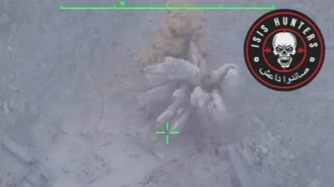 Theo yêu cầu của đơn vị Săn IS, không quân Nga không kích san phẳng 1 trung tâm chỉ huy của tổ chức khủng bố ở Deir Ezzor - ảnh video