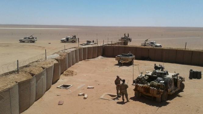 """Căn cứ quân sự Mỹ trong thị trấn At Tanf - ảnh hãng tin Qasioun của lực lượng """"đối lập"""" được Thổ Nhĩ Kỳ hậu thuẫn"""