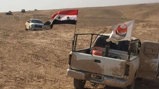 Lực lượng vũ trang địa phương NDF tiến công trên chiến trường Deir Ezzor - ảnh Masdar News