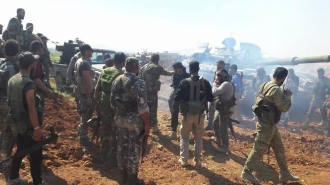 Binh sĩ sư đoàn cơ giới số 4 chuẩn bị cuộc tấn công mới trên chiến trường Hama - ảnh minh họa Masdar News