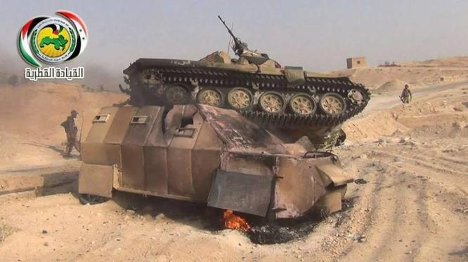Xe tăng và xe cơ giới IS bị quân đội Syria tiêu diệt trên chiến trường Deir Ezzor - ảnh Souh Front