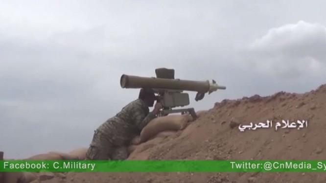 Một binh sĩ Syria sử dụng tên lửa chống tăng ATGM - ảnh Masdar News