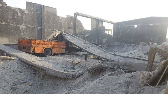 Không quân Nga không kích hủy diệt hoàn toàn một doanh trại của Hay'at Tahrir Al-Sham (HTS - Al-Qaeda Syria) - ảnh Masdar News