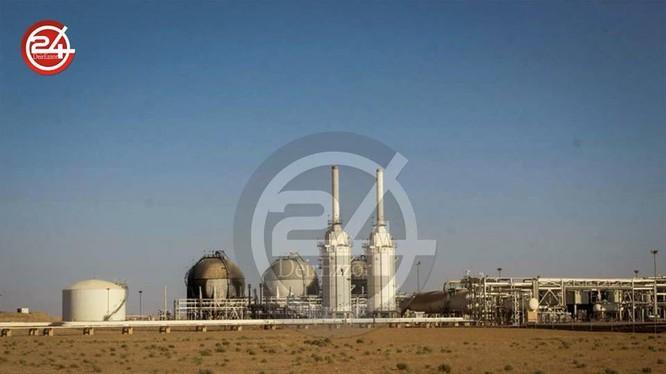 Nhà máy dầu khí gas Conoco trên vùng nông thôn Deir Ezzer, hoàn toàn nguyên vẹn sau cuộc chiến - ảnh Deir Ezzor 24