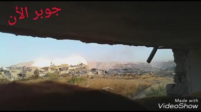 Quân đội Syria sử dụng xe quét mìn UR -77 tấn công phiến quân ở Damascus - ảnh video
