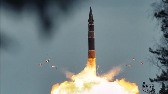 """Phóng tên lửa đạn đạo RS-12M """"Topol"""" - ảnh minh họa Masdar News"""