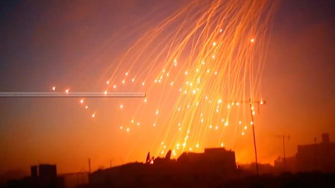 Mỹ sử dụng đạn phốt pho trắng tấn công khu dân cư ngoại ô Deir Ezzor - ảnh Masdar News