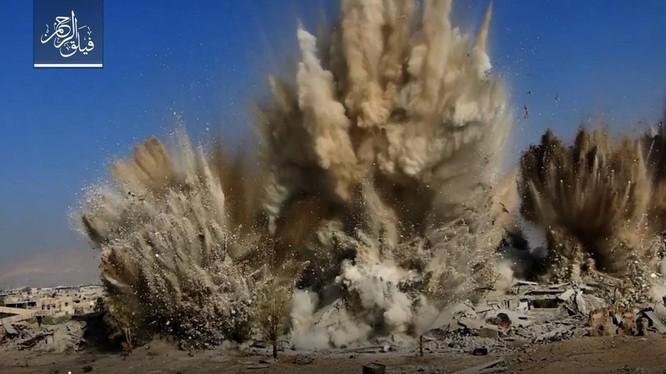 Những vụ nổ kinh hoàng liên tiếp khiến hàng chục binh sĩ Syria thiệt mạng, gần trăm người khác bị thương