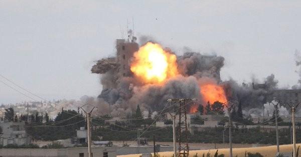 Một vụ đánh bom xe VBIED của IS trên chiến trường Homs - Deir Ezzor - ảnh Masdar News