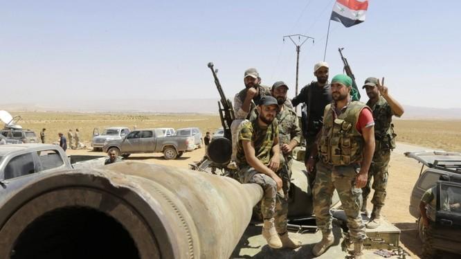 Binh sĩ quân đội Syria trên chiến trường Deir Ezzor - ảnh South Front