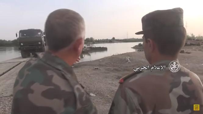 Các đơn vị quân đội Syria vượt sông Euphrates - ảnh video