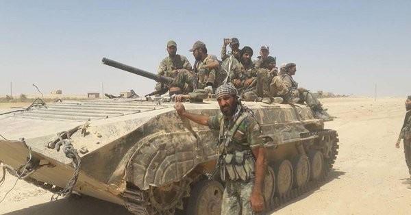 Binh sĩ quân đội Syria trên chiến trường sa mạc tỉnh Homs - ảnh minh họa Masdar News