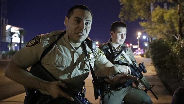Cảnh sát Las Vegas phong tỏa khu vực xảy ra thảm họa - ảnh Reyhrer