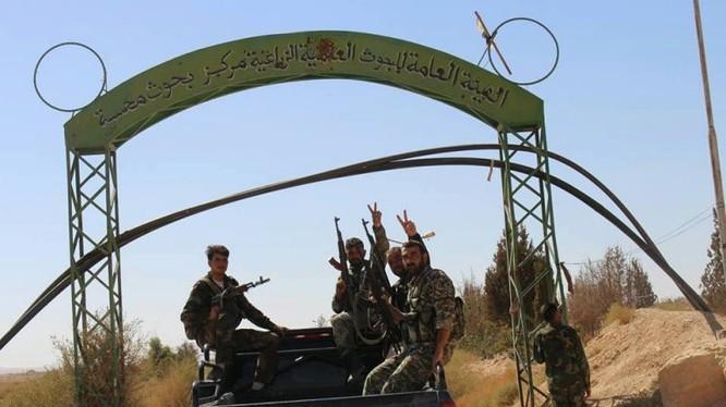 Binh sĩ quân đội Syria ở thị trấn Al-Quraytayn - ảnh Muraselon