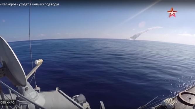 Tàu ngầm Nga phóng tên lửa hành trình Kalibr - ảnh video Bộ quốc phòng Nga