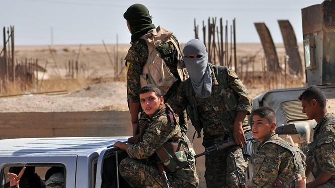 Lực lượng dân quân người Kurd trên chiến trường Raqqa - ảnh South Front