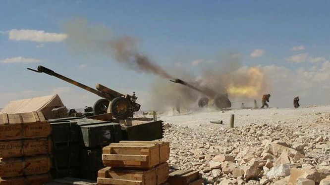Pháo binh quân đội Syria trên chiến trường Quraytayn - ảnh minh họa của Muraselon