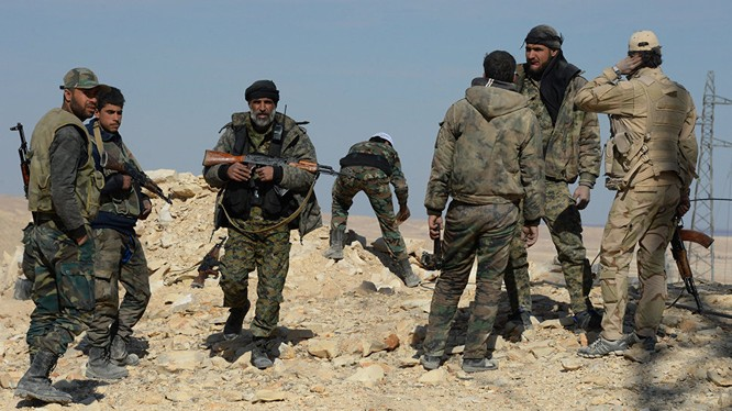 Binh sĩ quân đội Syria trên chiến trường phía bắc Hama
