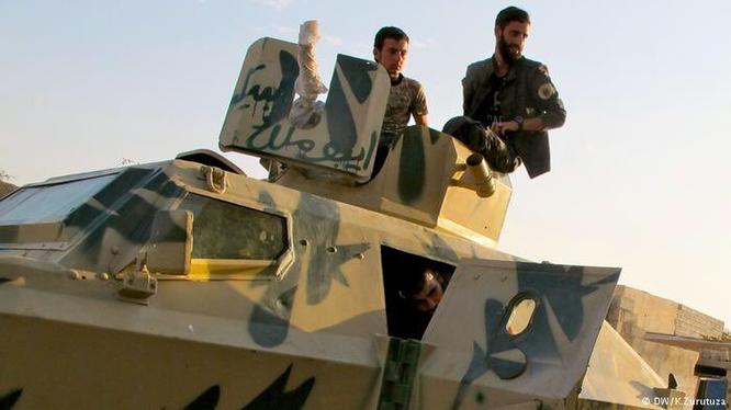 Binh sĩ người Kurd tham gia chiến đấu trên chiến trường Deir Ezzor