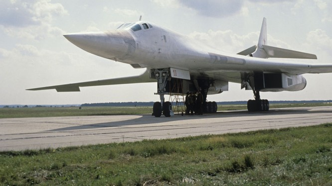 Máy bay ném bom chiến lược siêu thanh Nga - Thiên Nga trắng