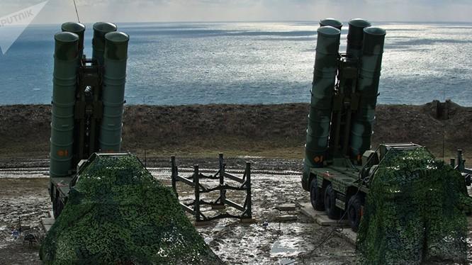 Tổ hợp tên lửa phòng không S-400 mà Ả rập Xê út định mua - ảnh Sputnik
