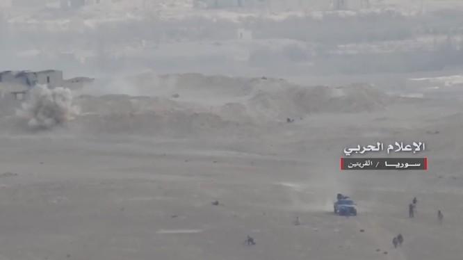 Quân đội Syria tiến công trên chiến trường dọc tuyến đường Al-Sukhnah - Mayadeen - ảnh video South Front