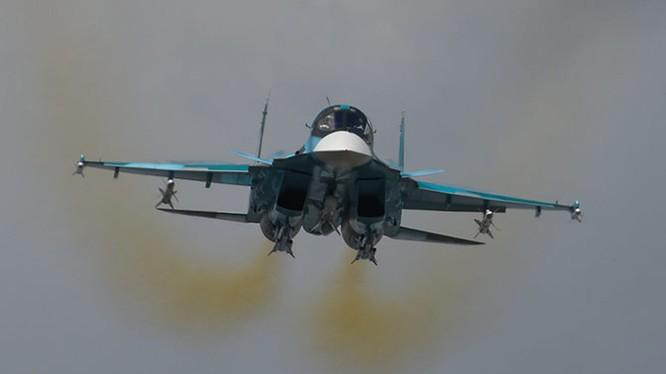 Máy bay ném bom chiến trường Su-34 Nga - ảnh TVZvezda