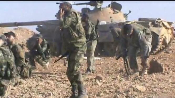 Binh sĩ quân đội Syria trên chiến trường Hama - ảnh minh họa Masdar News