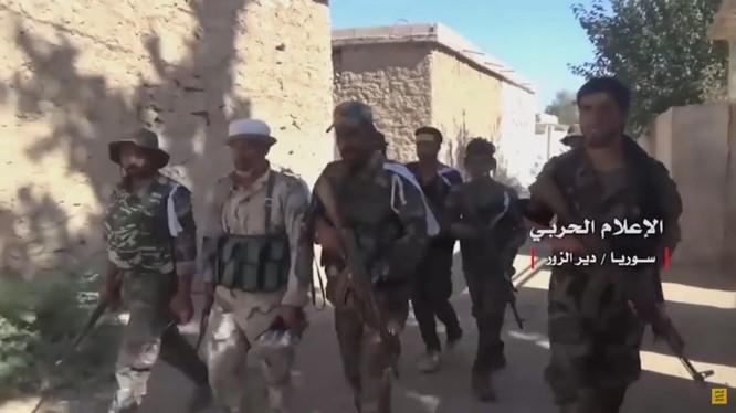 Binh sĩ quân đội Syria trong thị trấn Hatlah Fouqani vừa giải phóng - ảnh minh họa Masdar News