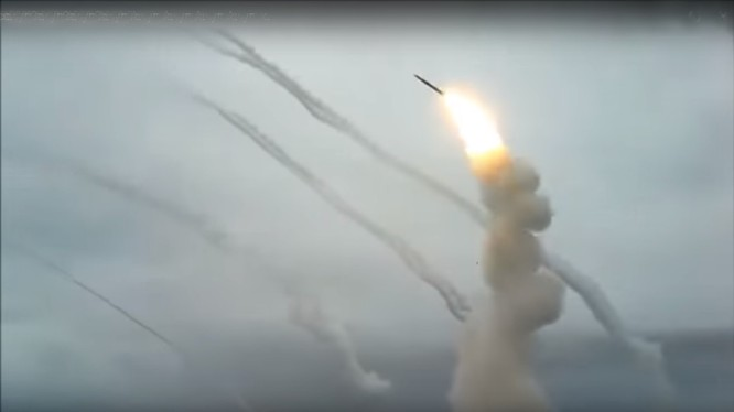 Lực lượng phòng không Nga tiến hành phóng loạt tên lửa S-300 trên thao trường dãy núi Ashuluk. - ảnh video Bộ quốc phòng Nga