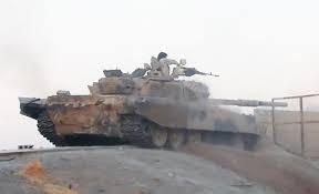 Xe tăng quân đội Syria tiến công trên chiến trường Mayadeen - ảnh Dailymail