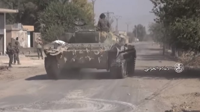 Các đơn vị đặc biệt tinh nhuệ lực lượng Tiger tiến công trên vùng nông thôn tỉnh Deir Ezzor - ảnh video truyền thông quân đội Syria