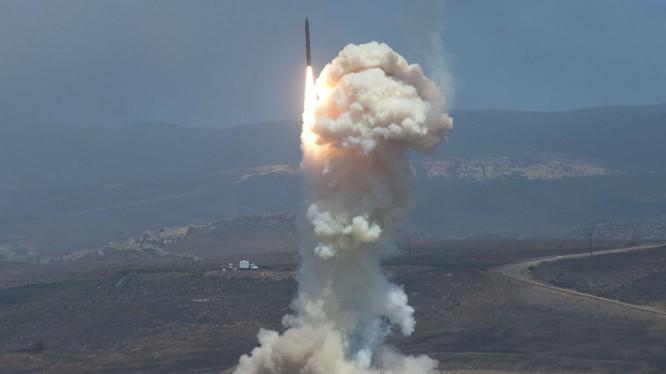 Tên lửa đạn đạo Hwasong-14 Bắc Triều Tiên - ảnh minh họa của War on the rocks