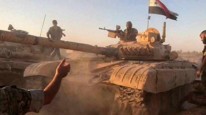 Xe tăng quân đội Syria trên chiến trường Deir Ezzor - ảnh minh họa Muraselon