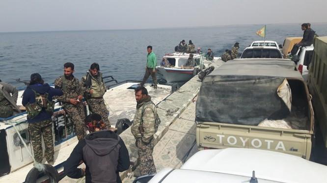 Lực lượng SDF, chủ lực là các đơn vị dân quân người Kurd vượt sông Euphrates - ảnh South Front