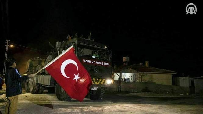 """Quân đội Thổ Nhĩ Kỳ tiến vào Syria với sự chào mừng của những người dân ủng hộ """"đối lập"""" - ảnh minh họa Masdar News"""