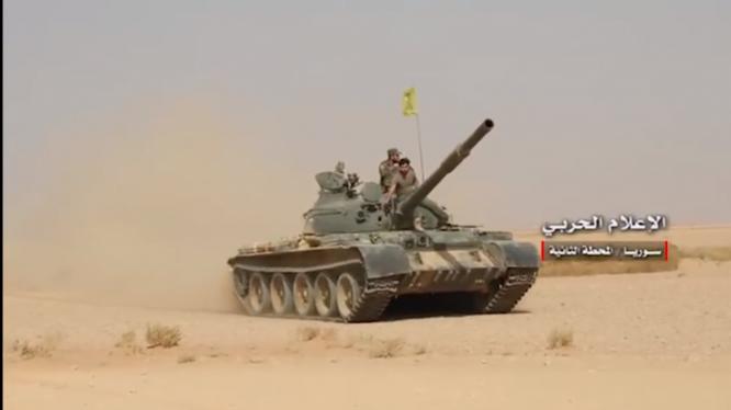 Xe tăng lực lượng Hezbollah trên chiến trường sa mạc Deir Ezzor - ảnh minh họa Masdar News
