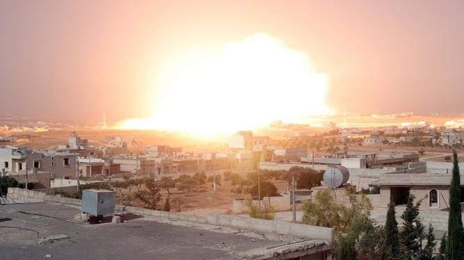 """Anh chụp vụ sử dụng bom nhiệt áp chống Al-Qaeda Syria trên chiến trường Hama của truyền thông """"đối lập"""" Syria"""