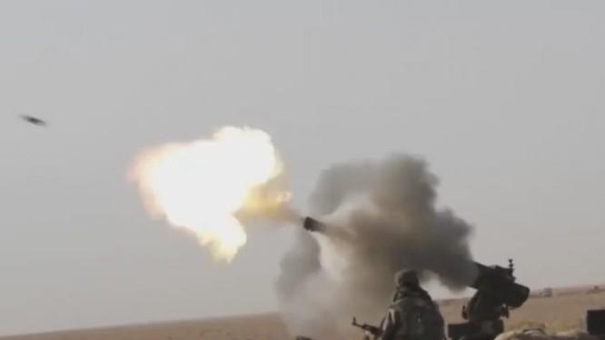 Quân đội Syria pháo kích vào các tay súng khủng bố trên chiến trường căn cứ quân sự T-2 - ảnh video Hezbollah