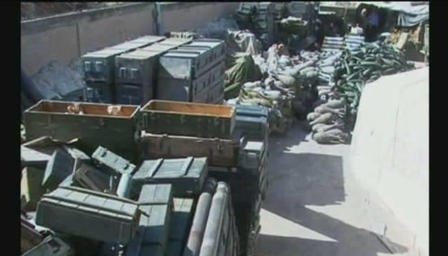 Kho đạn bí mật của IS trên vùng sa mạc phía đông Hama - ảnh Masdar News