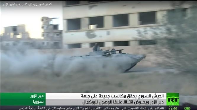 Xe thiết giáp BMP quân đội Syria tấn công trên chiến trường Deir Ezzor - ảnh RT