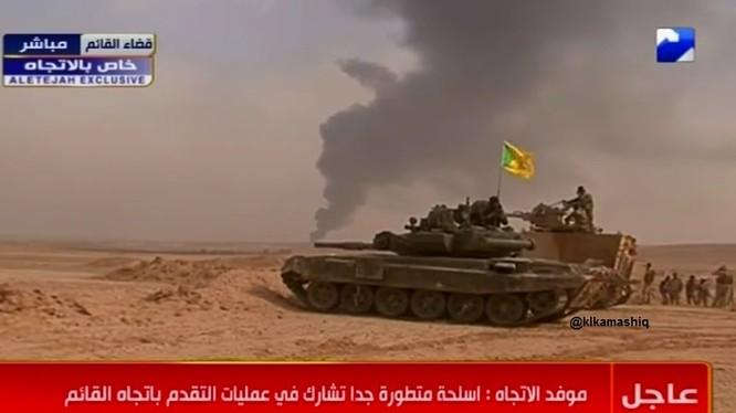 Xe tăng của lực lượng Hezbollah và xe thiết giáp quân đội Iraq trên chiến trường thành phố al-Qa'im - ảnh South Front