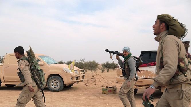 Lực lượng dân quân người Kurd trên chiến trường Deir Ezzor - ảnh minh họa Masdar News