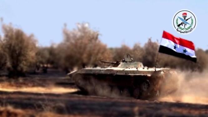 Xe thiết giáp quân đội Syria tấn công trên vùng nông thôn đông bắc Hama - ảnh minh họa South Front