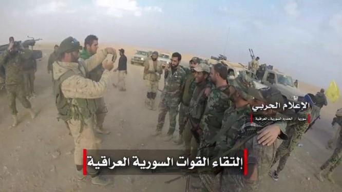 Các đơn vị quân đội Syria, Hezbollah, PMU Iraq hợp binh trên biên giới tấn công về thành phố Al-Bukamal - ảnh video truyền thông Hezbollah