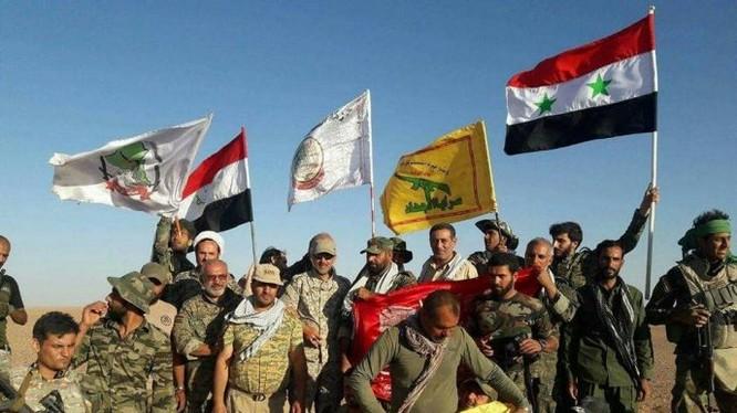 Lực lượng hỗn hợp quân đội Syria, PMU, Hezbollah trước cuộc tấn công vào thành phố Al-Bukamal - Deir Ezzor. Ảnh minh họa Masdar News