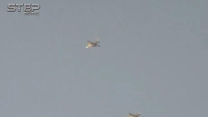Máy bay Su-25 cường kích chiến trường trên không phận tỉnh Hama - ảnh video STEP